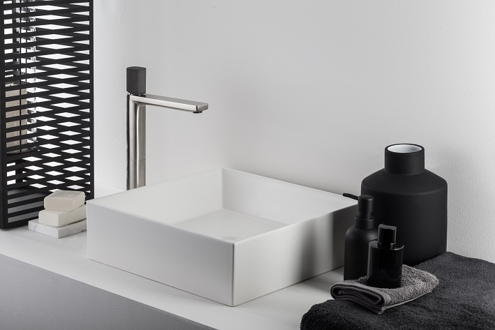 Progettazione personalizzata dellambiente bagno con ritmonio